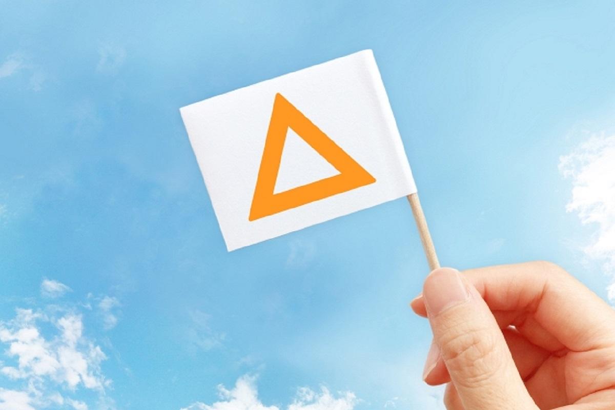 三角マークが書かれた旗